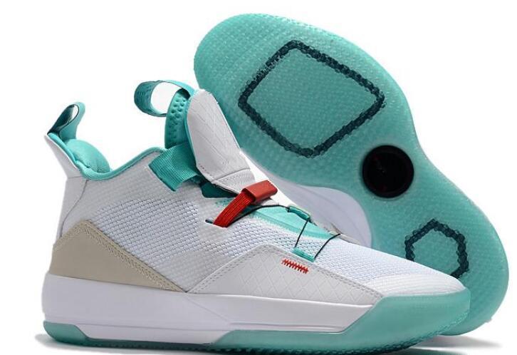 Retro pattini di pallacanestro Jumpman 33 Scarpe visibili scarpe da tennis degli uomini di utilità Future Flight oscuranti tornitura Shark the Clock in the Air J33 00