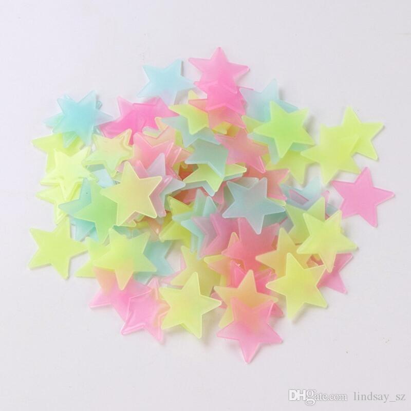 4 color 3cm estrella pegatinas de pared estéreo plástico luminoso fluorescente parche brillan en la oscuridad Calcomanías Para el sitio del bebé LX8643