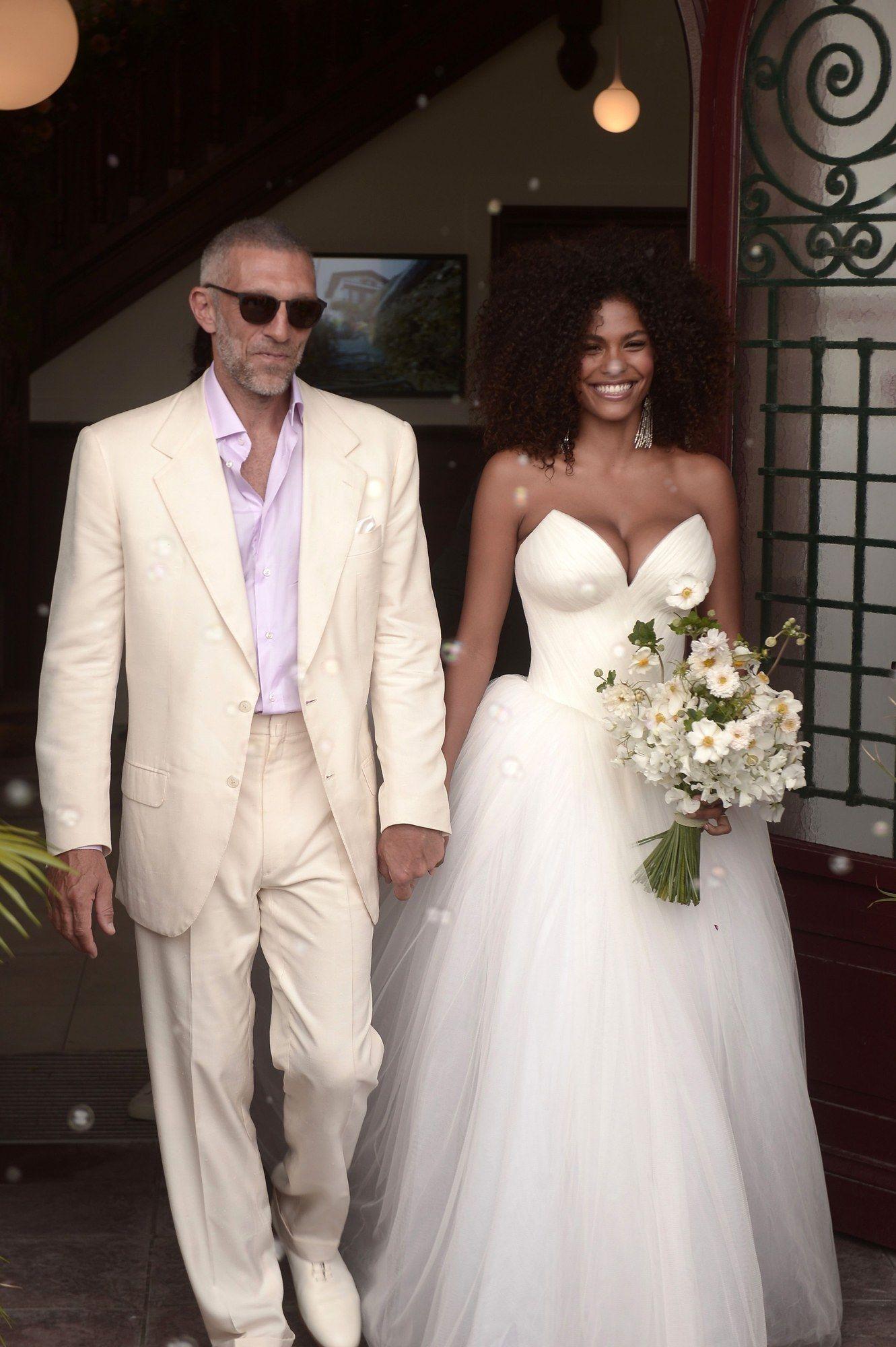 Varrer Princess White Wedding Dresses Sweet Heart Train drapeado Garden Country vestidos de noiva vetidos de novia Plus Size personalizado
