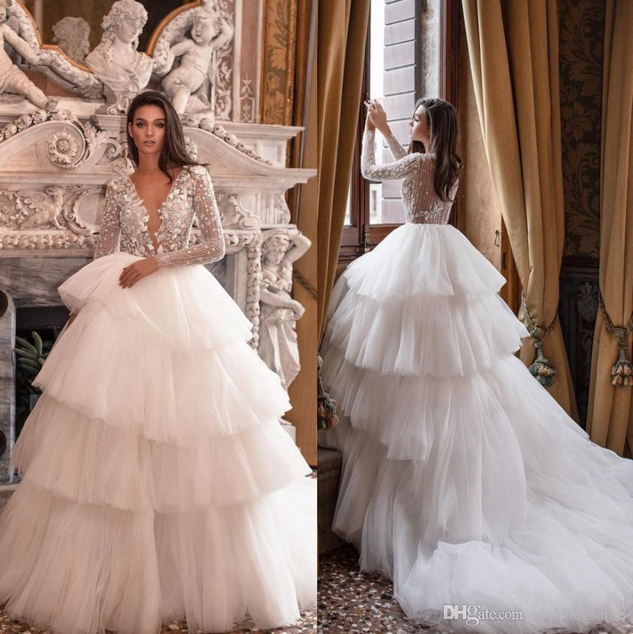 Vestidos impresionantes encaje de la boda con gradas Sheer profundo cuello en V manga larga Vestidos de novia que rebordea la línea de barrido tren tul robe de mariée