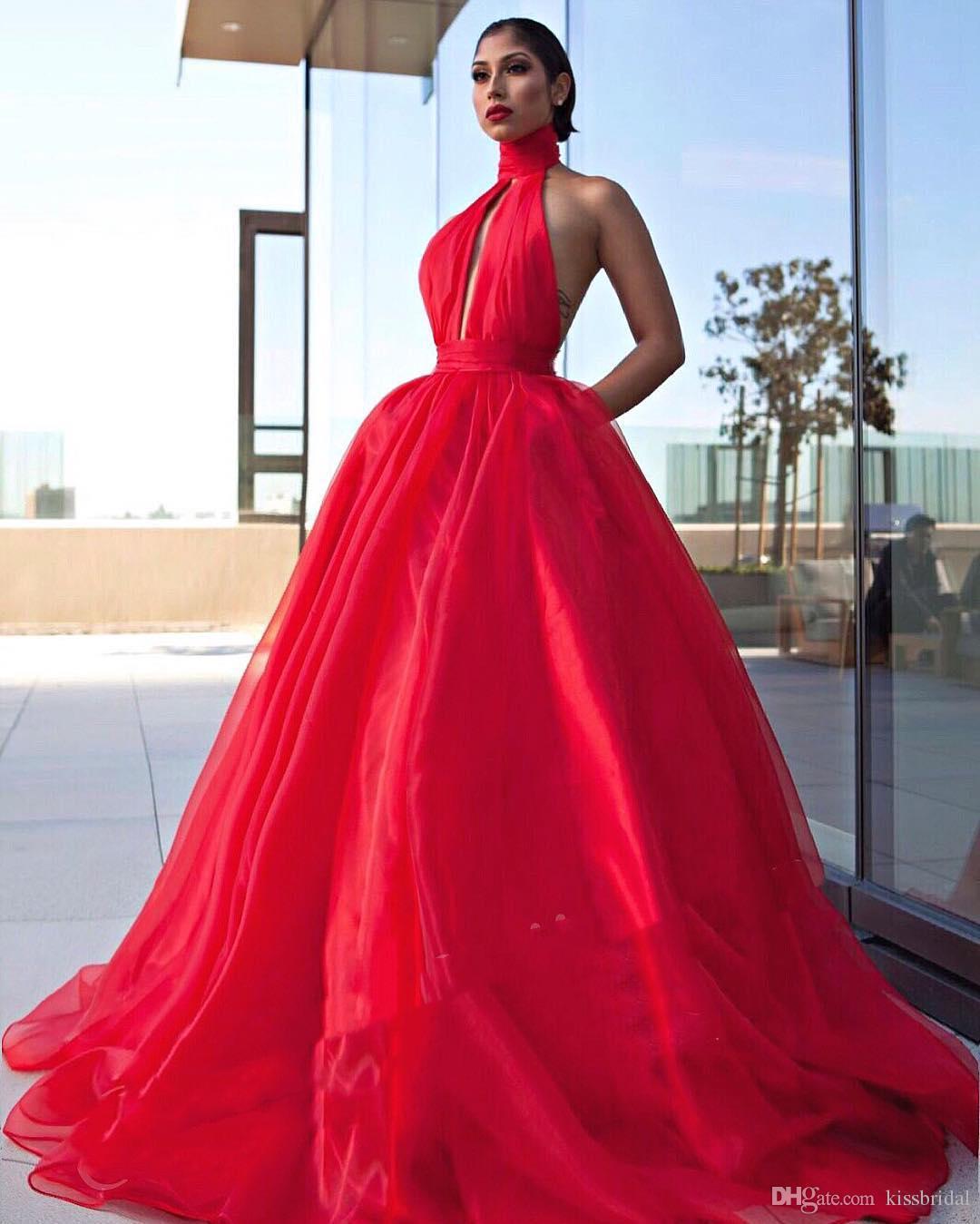 Abiti da ballo rosso abiti da ballo 2019 Sexy Halter-Neck portachiavi Busto aperto indietro Principessa abiti da sera formale Vestito dal tappeto rosso Cocktail Party Gown