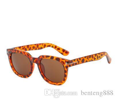 redondo retro nueva moda gafas de sol transfronterizos de los hombres gafas de sol clásicas de las mujeres de las gafas de sol con clavos en forma de T