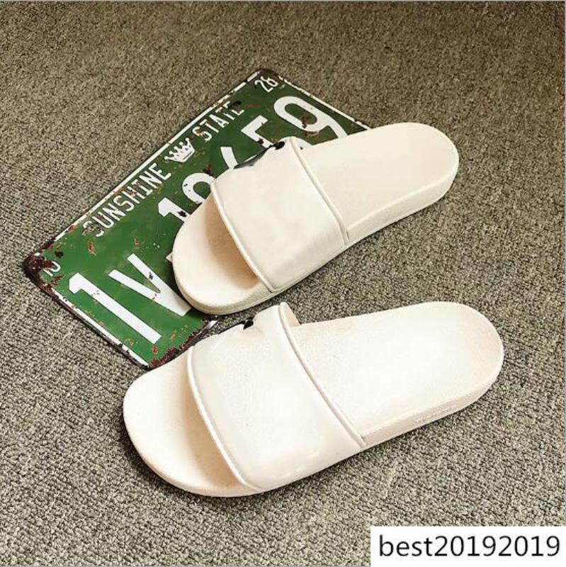 2020 Tasarımcı Terlik Yeni Marka Mektupları Desinger Slaytlar Erkek Ayaklı Yaz Moda Slayt Sandalet Floplar