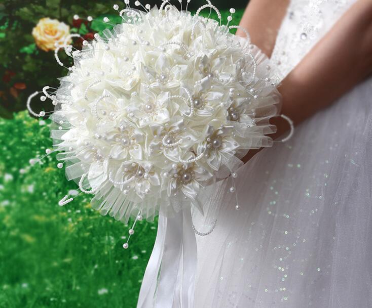 Perle Silk Brautstrauß romantische Rosen-Handblumen Seidenband Perle Hochzeit Brautjungfer Bouquet Blumendekoration