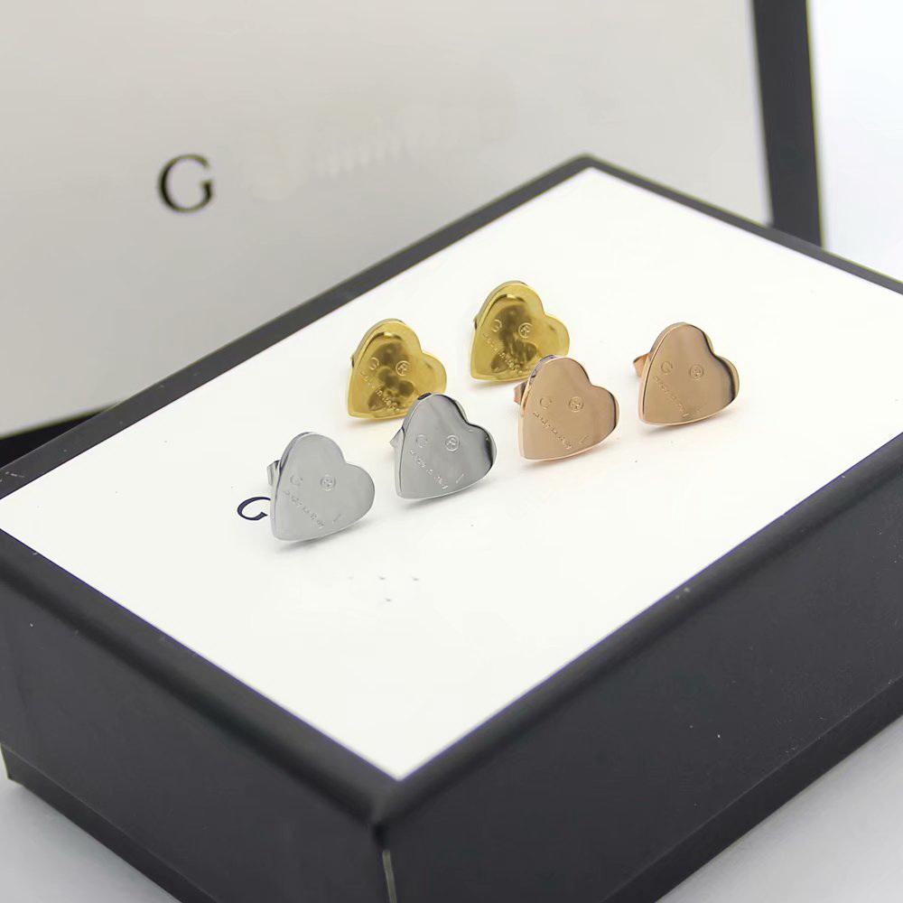 Heißen Verkaufs-Art- und Art-Dame Titan Stahl Carve G Brief Herz 18k Gold überzogene Verpflichtungs-Bolzen-Ohrringe 3 Farben