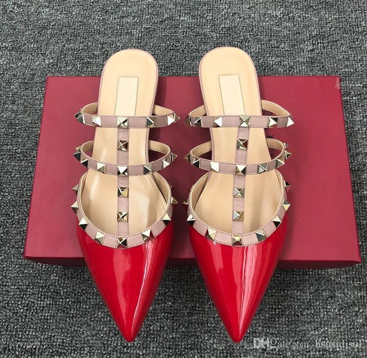 2019 المرأة عالية الكعب أحذية فاخرة مصمم v الصنادل المسطحة متعطل الصيف الأحذية الجلدية عالية الجودة المسامير المسطحة الأحذية النعال