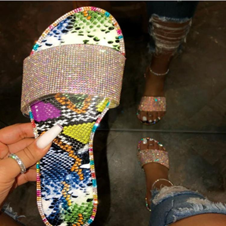 2020 Designer brilhante Mulheres do partido de cristal Popular Mar Slides diamante plano com Bling Rhinestone Deslizamento-na Shallow Praia Feminino Chinelos