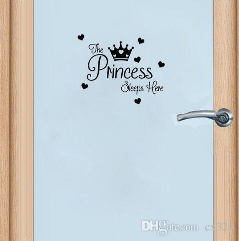 25 * 20.2см Дверь Дверь Спи Декор Детская Принцесса Здесь Девушки Наклейка Домашняя Комната Настенная Наклейка D1-0180 QWVAR