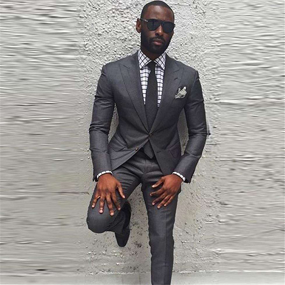 Marca New Groomsmen pico lapela do noivo smoking cinza de carvão vegetal Men ternos de casamento / Prom / Jantar melhor homem Blazer (jaqueta + calça + gravata) K309