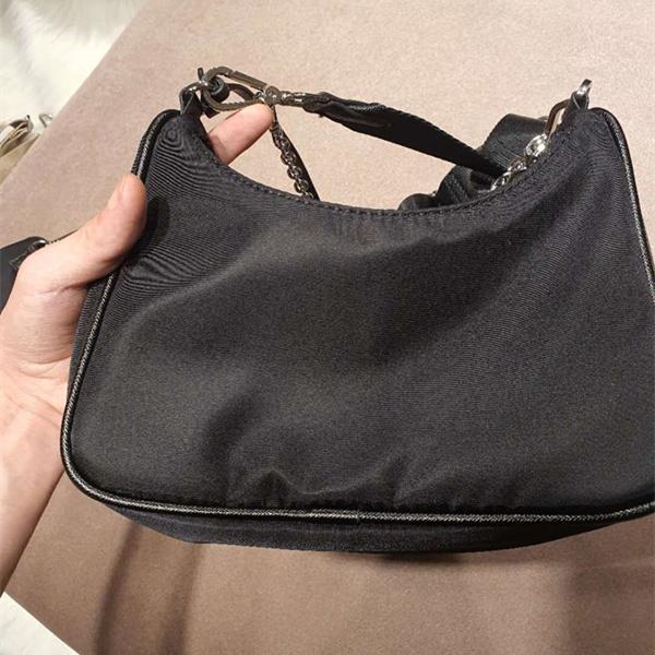Paquete de la bolsa de la moda del pecho para las mujeres del hombro Mensajero 2021 Cadenas Tote Lady Handbags Purse Presbyope Designer Canv Kuiue