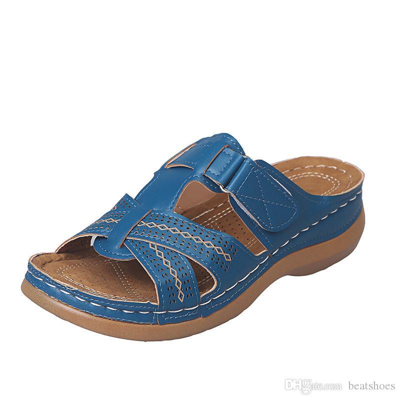 여자 샌들 슬라이드 EU35-43 외부 여성 여름 가죽 슬리퍼 디자이너 구두 새로운 패션 숙녀 섹시한 플랫 샌들 캐주얼 비치 신발