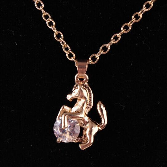 Collar de colgantes de caballo para niñas Regalo Mujer Collar de cadena de oro de color vintage Collier Cool Horseshoe Animal Wedding pretty Collar de circón