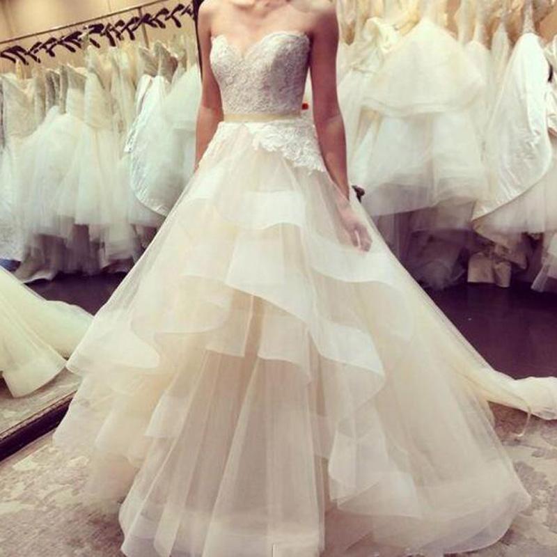 Vestidos de novia elegante de lujo en una línea de vestidos de novia en línea cordón moldeado 3D-apliques de tul falda de la colmena de tren capilla Jardín Vestidos de novia