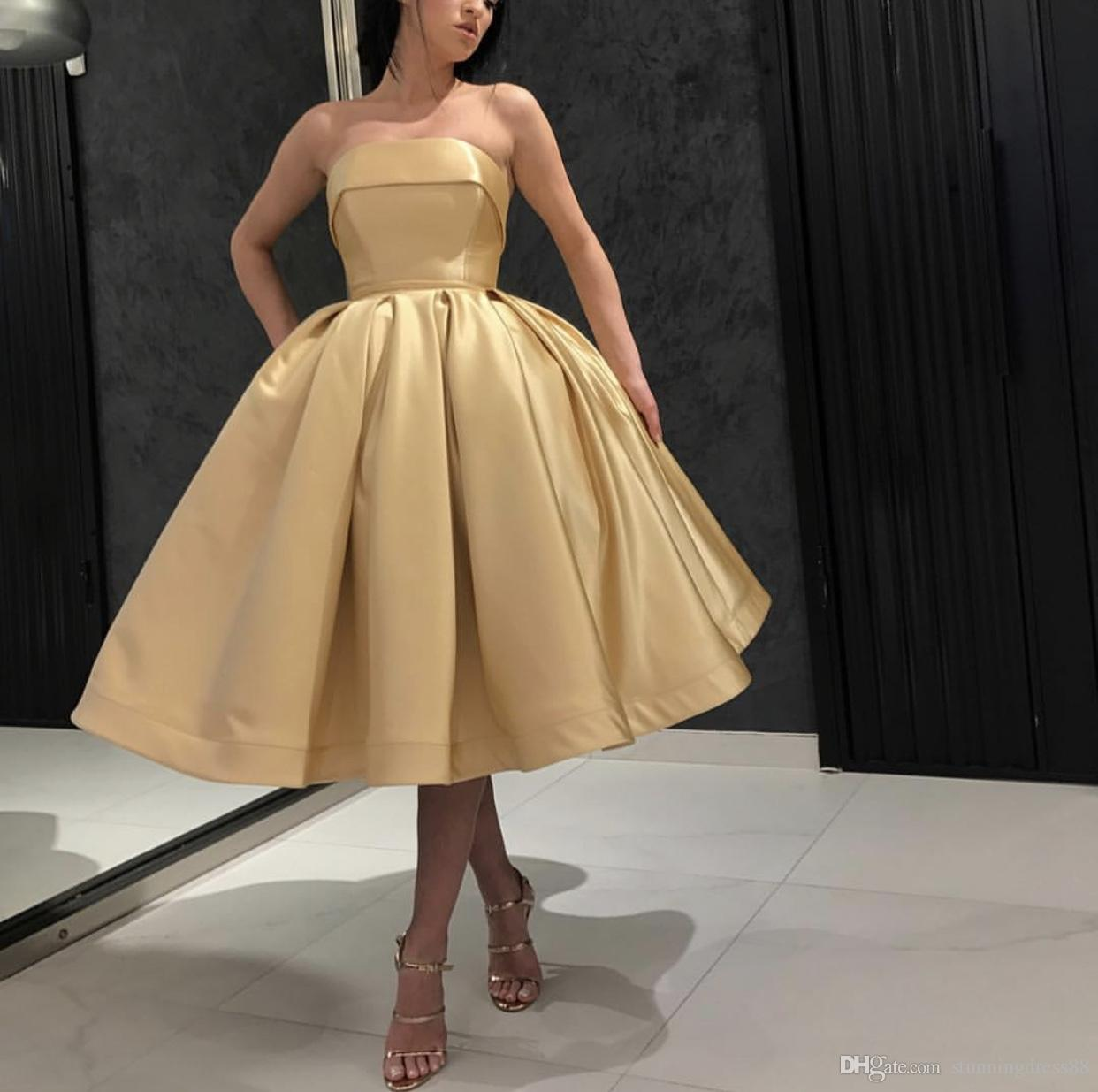 Charming Gold Ball Gown Short Bridesmaid Dresses Strapless Satin Ruched Backless Tea Length Wedding Party Prom Bridesmaids Dress