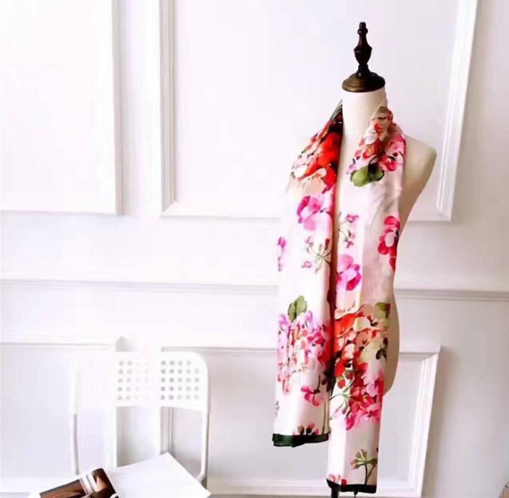 Autunno all'ingrosso-y 2020Fashion Autunno e inverno Sciarpe di seta del marchio di marca senza tempo classico, scialle super lungo moda moda donna morbida seta sciarpe di seta
