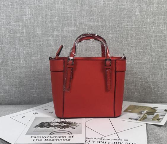 Créateur-Mode Mini Femmes Sac à bandoulière Delaney Motif Femme Tote Femelle Brand Petit sac à main avec Crossbody Strap Colors