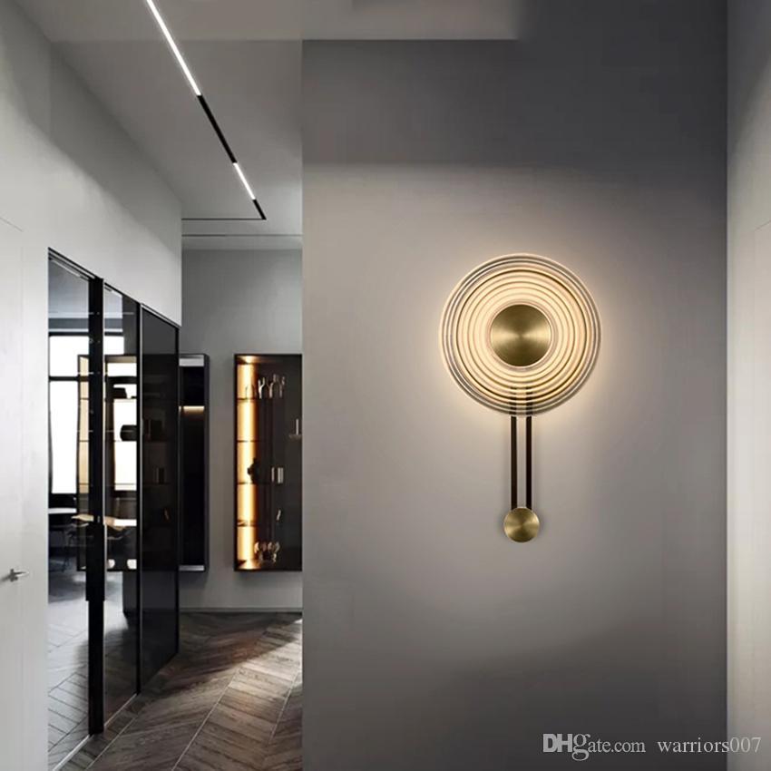 الجدار الزجاجي ما بعد الحداثة على مدار الساعة الخفيفة تصميم الشكل الإبداعي غرفة نوم السرير مصباح جدار غرفة المعيشة مصابيح خلفية الدرج الشمعدان