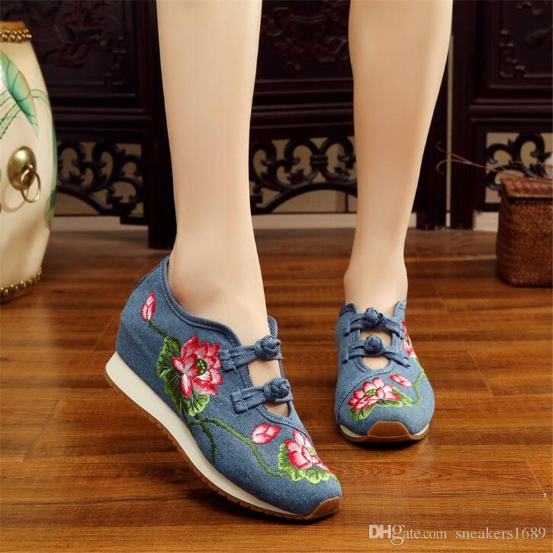 Retro hohe Absätze für Frauen Lotus-Muster altes Peking stickte Stoffschuhe Ethnische Art Oxford hohe beiläufige Schuhe X77