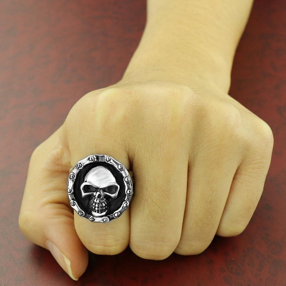 2020 neue europäische und amerikanische Herren-Ring Hot-Schädel-Ring-Titanedelstahl-Ring Schmuck Schmuck eine Generation von US-Größe