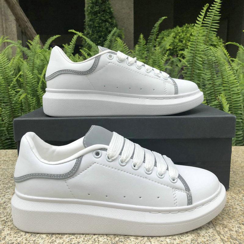 Designer Shoes moda di lusso riflettente delle donne degli uomini della piattaforma della pelle casual Calzature Triple Bianco Nero Navy Rosso Mens piatto Chaussures 36-44 A43