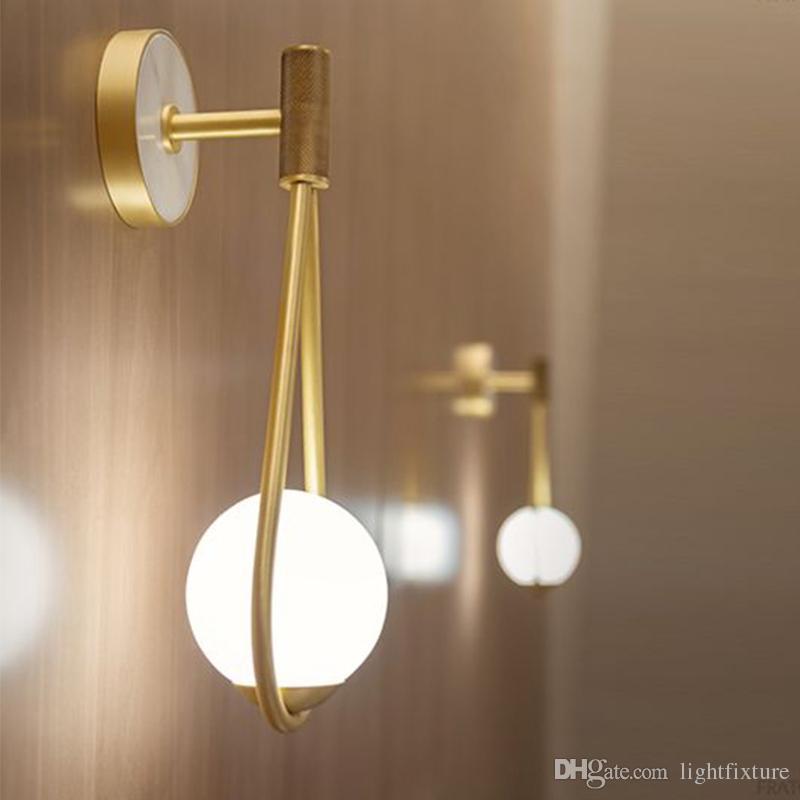 Modern Lüks Altın Metal Duvar Lambaları Modern Yatak Odası Başucu Duvar Işık Koridor Merdiven Cam Top Duvar Aplik