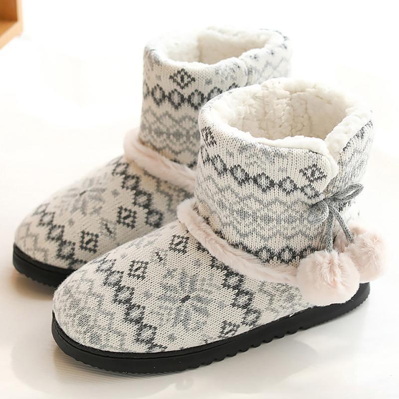 Mulheres do inverno Tecelagem chinelos padrão para meninas curto pelúcia antiderrapante sapatos de interior de pelúcia chinelos bola alta em parte superior listrada