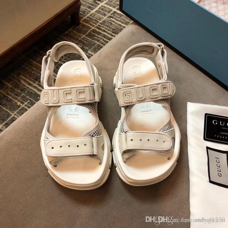 2020 Luxe Lady Blanc Haute Qualité Femmes été conduite Chaussons nouvelle mode pantoufles large sandales fond épais et pantoufles