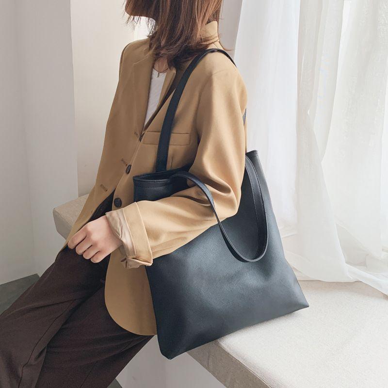 Grande capacité Sac 2020 nouveau style solide simple sac à bandoulière Cool Color Sac à main de femmes