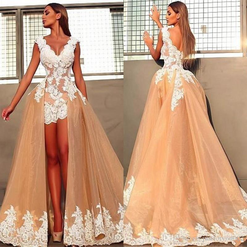 A Line Wedding Dresses V Neck White 3D Floral Appliques Lace Backless Sheath Overskirts Short Summer Bohemian Beach Bridal Gowns
