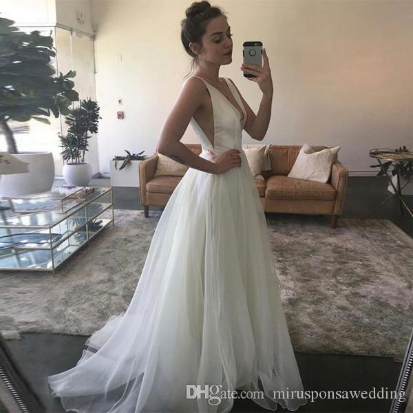 Romantique col V profond satin et organza Robes A-ligne de balayage train robe de mariée sexy Cutaway Côtés pas cher Robes de mariée