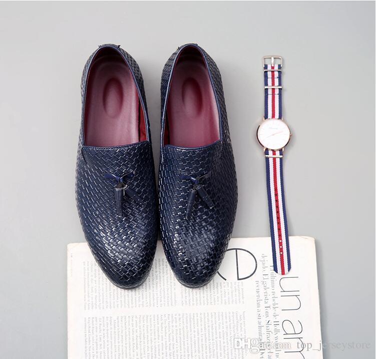2019 Novo estilo ocasional de couro preto liso Homens Rebites Loafers Designer de Moda Deslizamento-na Mens Dress Shoes Handmade Shoes fumadores