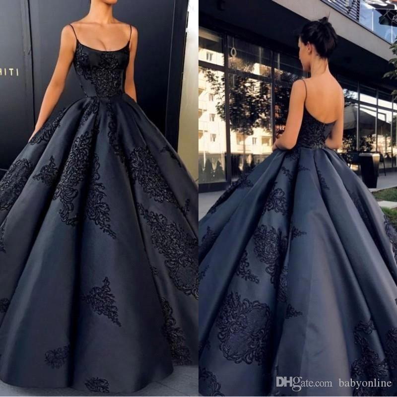 2019 New Fashion Black Ball Gown Quinceanera Abiti Spaghetti Straps Appliques Satin Backless Saudi Arabic Prom Abiti Dolce 16 BA7789