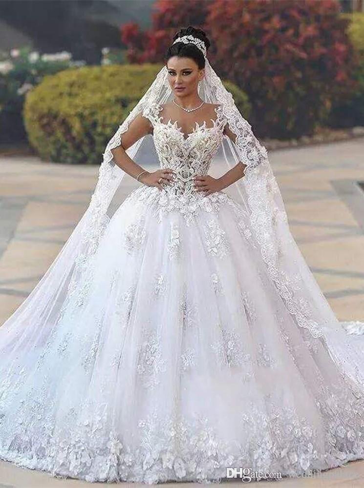Vestidos de boda vestido de bola de lujo de la boda vestidos de cuello del amor tribunal tren apliques de Arabia árabe de encaje de novia Vestido de novia
