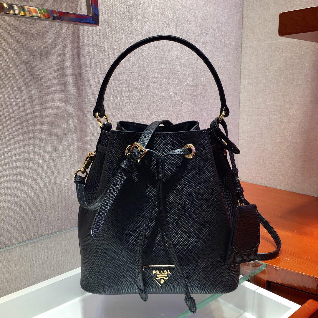 Çıkarılabilir uzun omuz askısı ile Yeni bayanlar kova çanta 7A high-end özel kalite çanta moda stil altın metal aksesuar.