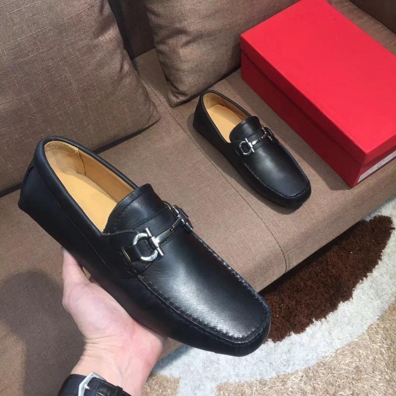 Nuova 2019 di lusso del Mens Designer Dress scarpe di cuoio dei fannulloni casuali dello slip Gentleman su Flat Oxford Shoes 38-45 Dimensioni D02