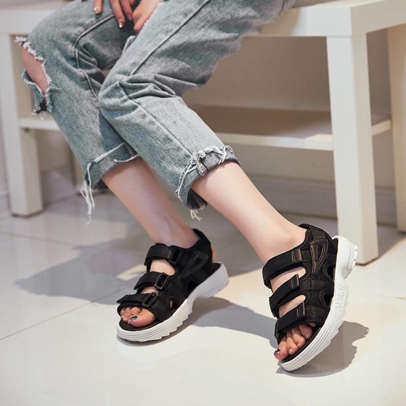 Estate scarpe nuova spiaggia scoppiano i sandali spessi delle donne inferiori delle donne paio di fabbrica scarpe moda all'ingrosso Scarpe comode
