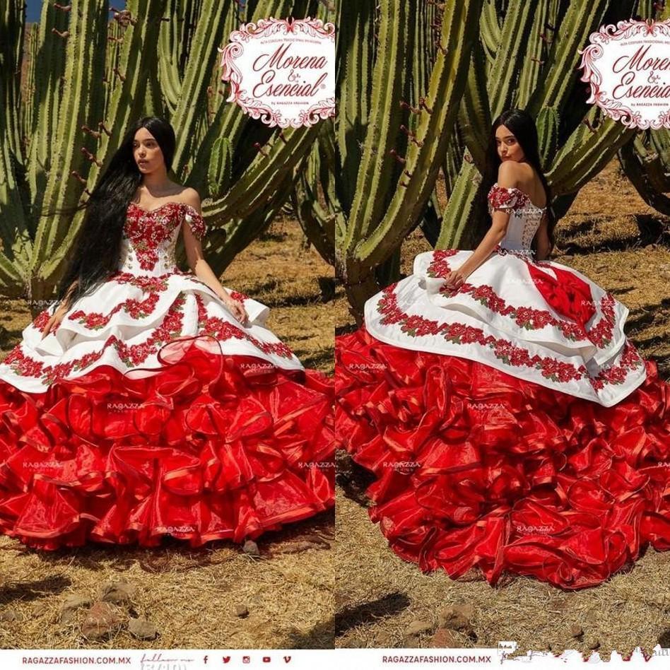 2020 Nuovo increspato floreale Charro Quinceanera spalle gonfi gonna di pizzo ricamo principessa Sweety 16s ragazze Masquerade Prom Dress