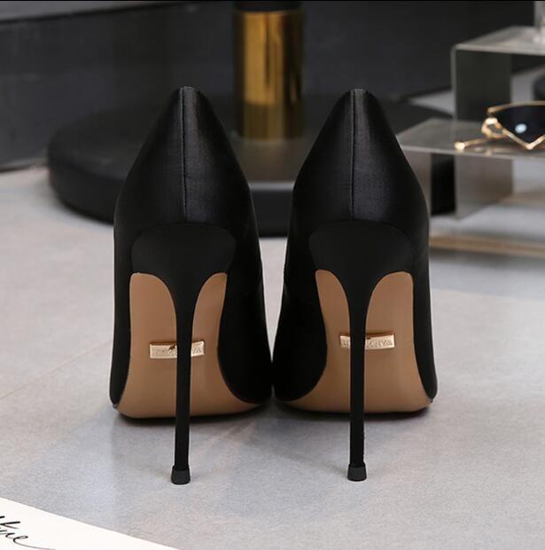 Designer femmes super marque de chaussures à talons de mariage Parti solide Nu Noir Stiletto pailletée mode luxe dame robe chaussures avec boîte