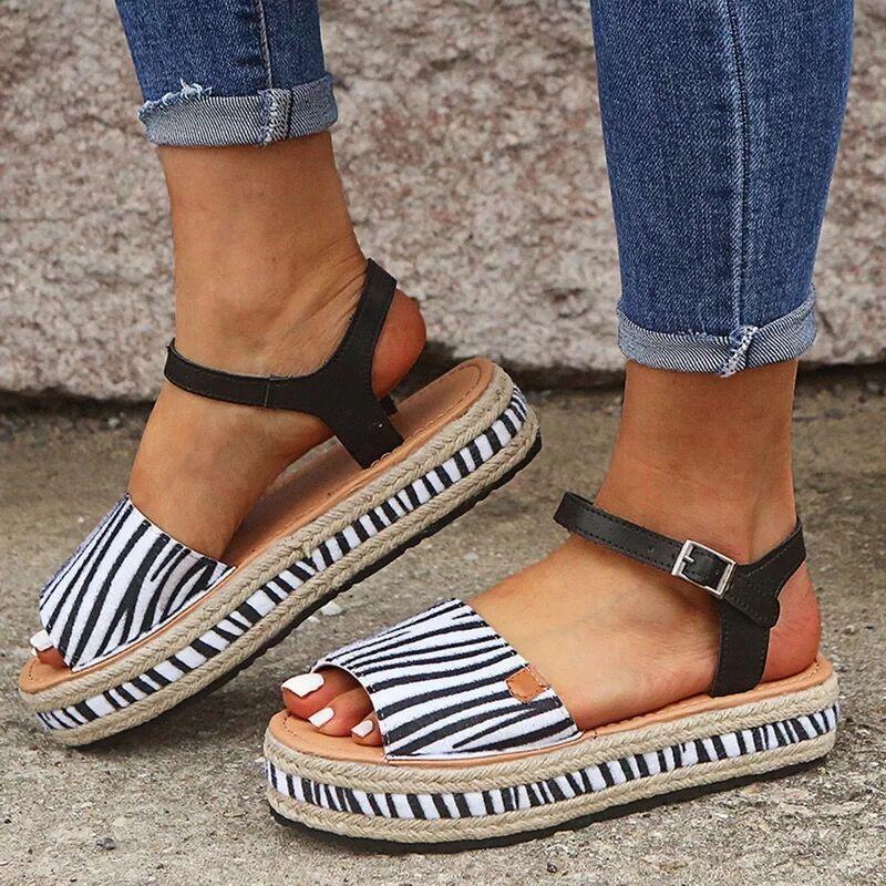 43 Tamanho Grande 2020 Sapatos de Verão Mulher Grosso fundo aberto Toe respirável Fivela Plano Voltar Strap Casual laides Sandals Moda