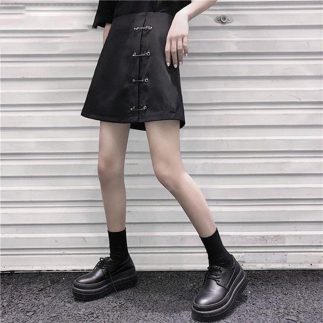 Готический панк женщины Сексуальная мини плиссированные юбки женщины Harajuku брошь-line тонкий короткие черные юбки клуб