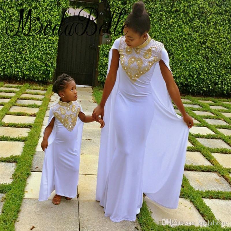 Arabia Saudita Abiti da ballo bianchi Collo alto Abiti da sera Caftano in rilievo in oro Stile del capo in chiffon Lungo madre e figlia Vestito da festa formale