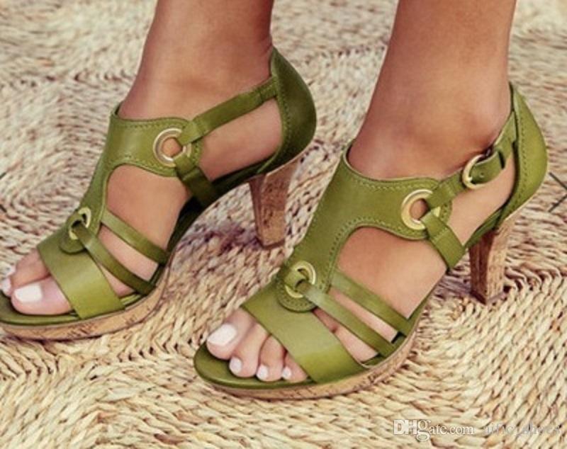 Stilista di moda Sandali Top T-strap con tacco alto pompe 5 colori abito da signore della pelle verniciata di qualità singoli pattini con la scatola