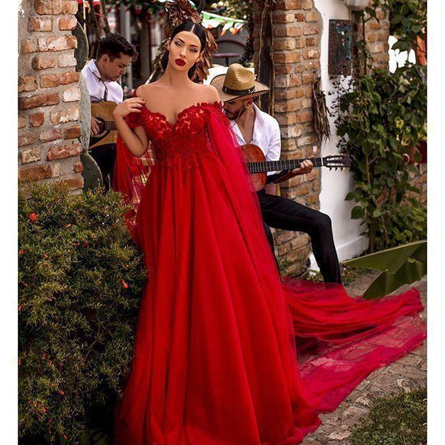 Yeni Seksi Kırmızı Abiye Omuz Dantel Aplikler İmparatorluğu ile Cape Tül Uzun Abiye Ucuz Red Carpet Örgün Parti törenlerinde Kapalı Wear