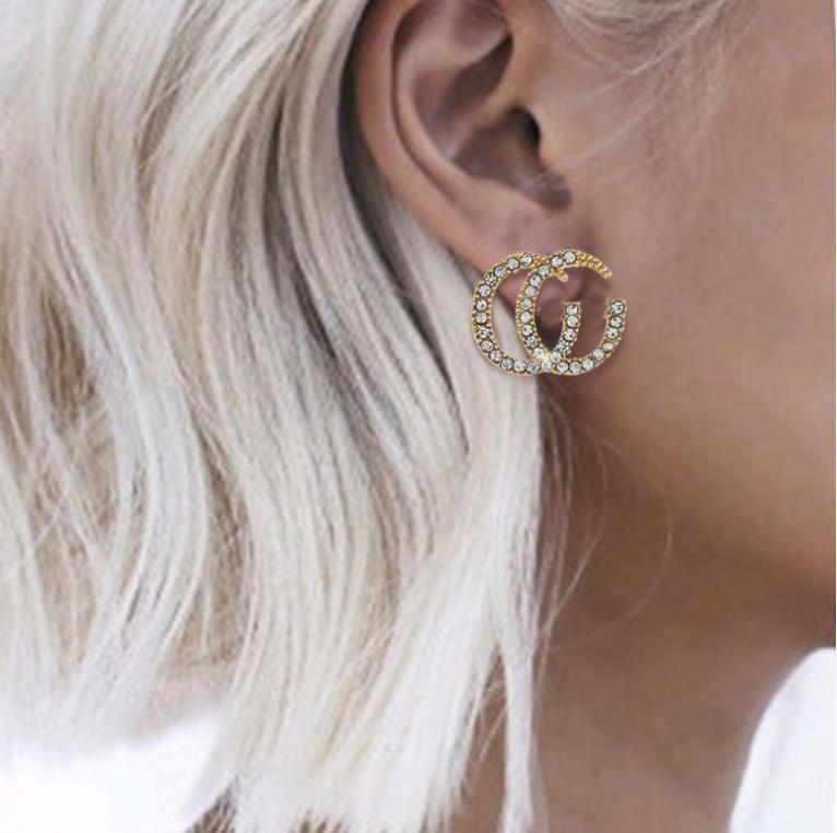 Europäische und amerikanische übertriebene Netto-rot asymmetrischer Ohrring-Art Perle Brief große Namen geometrisches Ohrring Temperament Persönlichkeit earrin