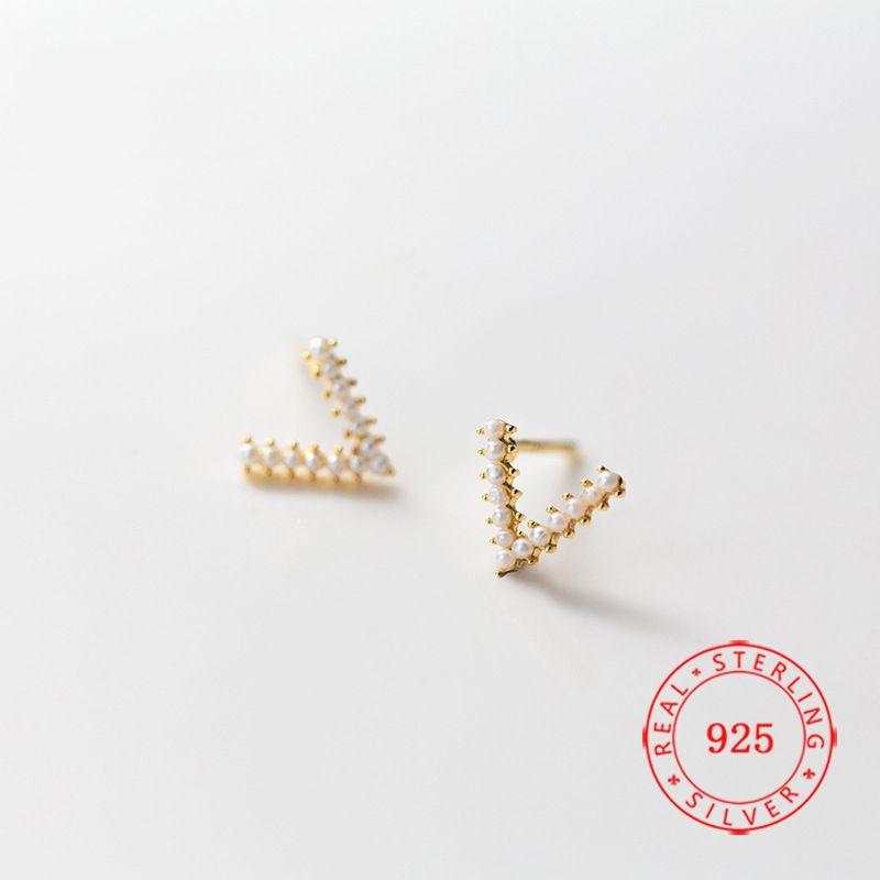 оптовые продажи высокое качество Уникальный дизайн 925 стерлингового серебра Имитация Pearl Письмо V Форма серьги для женщин высокого качества ювелирных изделий