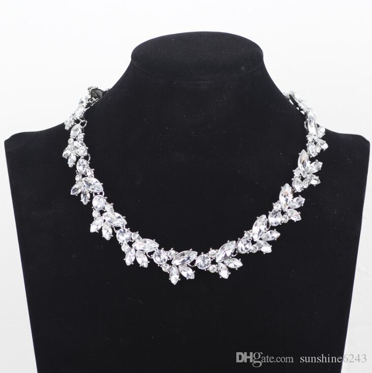 Retro voller Kristall Strass wulstige Halsketten-Frauen schließen Chocker Kette Blume Anhänger Halskette Collares Christams Geschenke