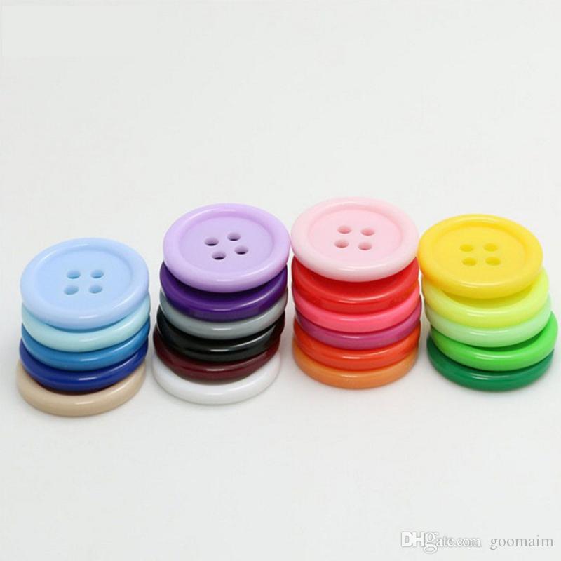1000 PC / porción de 11 mm de alta calidad flatback ronda 4 agujeros botones de la resina de color sólido coser botones bricolaje camisa del bebé hecha a mano botón de plástico