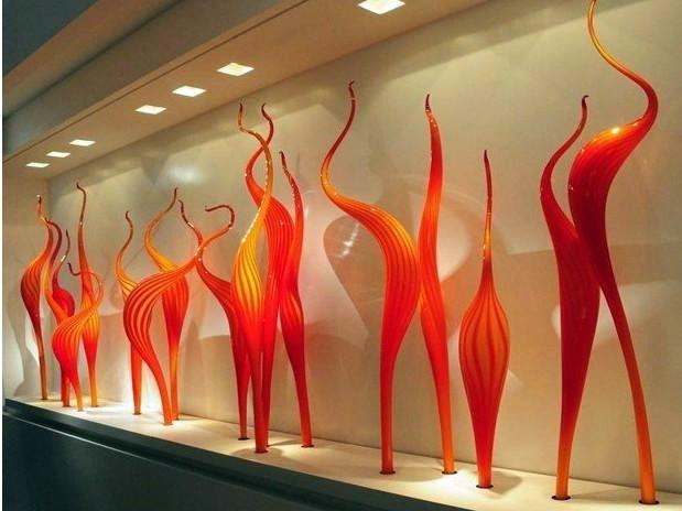 Fabriqué à la main en verre de Murano Reed Lampadaire en verre orange Sculpture de qualité supérieure à 100% Sculpture en verre soufflé à la bouche pour le jardin