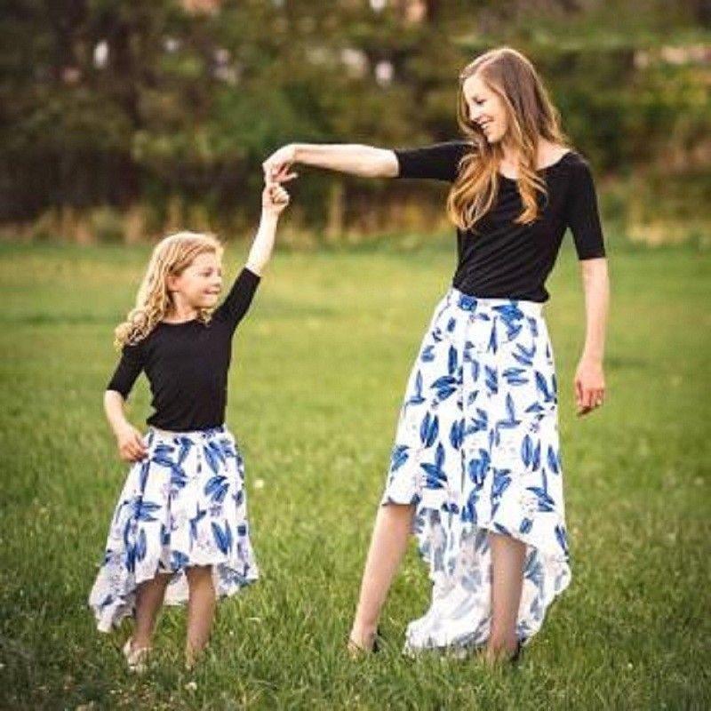 Vêtements Famille Mère Fille manches mi-longues Hauts solides T-shirt floral jupe taille haute Tenues Set