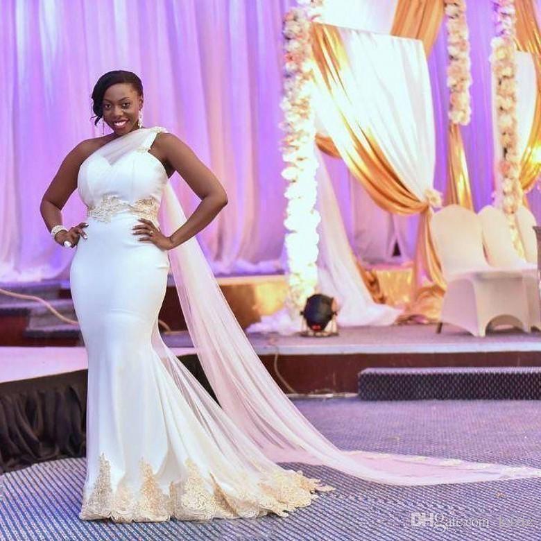 Южноафриканское свадебное платье на одно плечо Сексуальное одно плечо Русалка Свадебные платья Шампанское Кружева Аппликации Ватто Свадебные платья